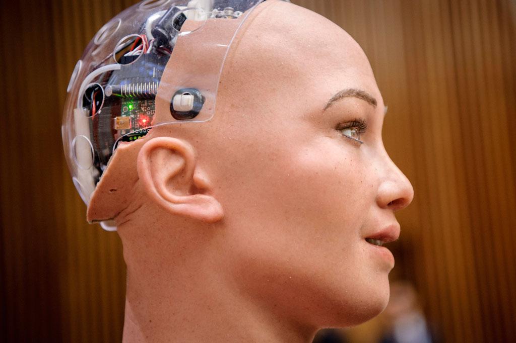 شاهد.. روبوت يشارك في جلسة أممية للمرة الأولىaa