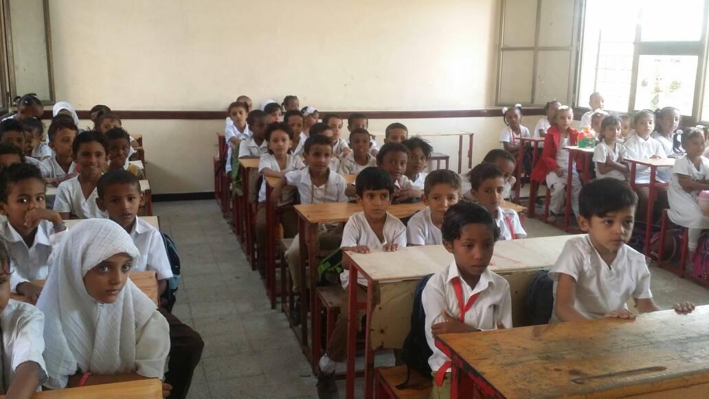 الشيخ جمال بن عطاف يستجيب لمناشدة طلاب مدرسة خولة بنت الأزور بعدنaa