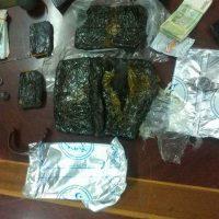 ضمن جهود مكافحة المخدرات ..أمن عدن القبض على تاجري مخدرات وبحوزتهما 2 كيلو حشيش