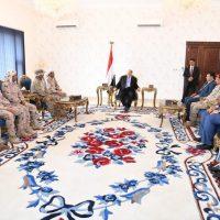 هادي يستقبل بمعاشيق قائد قوات التحالف بعدن وعدد من مرافقيه