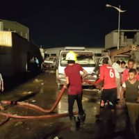 الدفاع المدني بالعاصمة عدن يقوم بدور كبير في إخماد حريق ضخم بالمنصورة والمواطنون يشكرونهم
